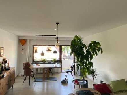 Schöne helle 3-Zimmer-Wohnung mit EBK und Süd-Balkon im grünen