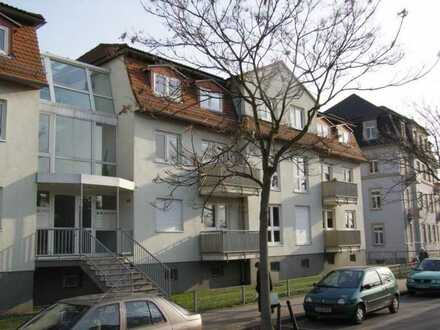 Ab August 2020: Kleine Singlewohnung mit Balkon, Laminatboden u. Dusche * EBK kann übernommen werden