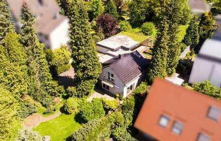 Provisionsfrei für den Käufer * Einzigartiges, ca. 1856 m² großes Grundstück mit EFH/Schwimmhalle +