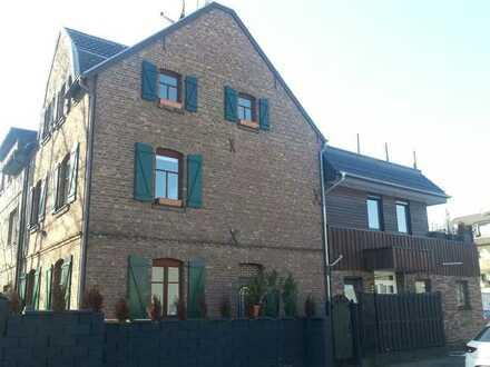 Gehobene 3,5-Zimmer-Maisonette-Wohnung mit Balkon und EBK in Wahn, Köln