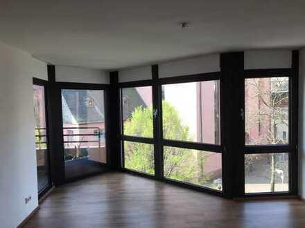 Moderne 2-Zimmer-Wohnung mit Balkon und EBK mitten in Darmstadt