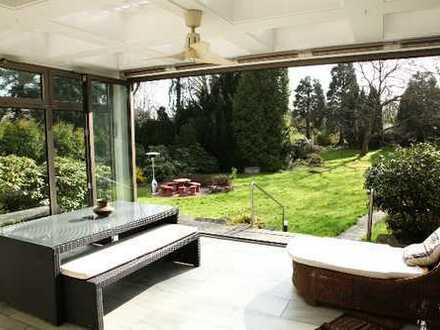 Charmante, freistehende Villa auf einem großen Grundstück