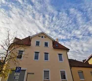 4 Zimmerwohnung renovierungsbedürftig mit Dachbühne