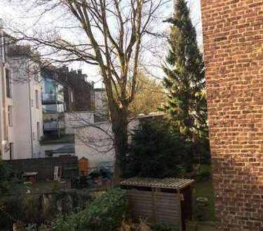 80qm Apartment in Rüttenscheid mit WiFi, Küche, Gartenmöbeln, und Co.