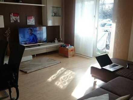 Gepflegte 2-Zimmer-Hochparterre-Wohnung mit Balkon und Einbauküche in Karlsruhe