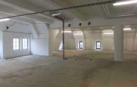STUDIO, LOUNGE oder Atelier in der FUSSGÄNGERZONE in COBURG ** ca. 1.100 m² ** 2 Zugänge !!!