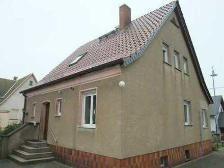 Schickes Einfamilienhaus mit Nebengebäude in Glaubitz