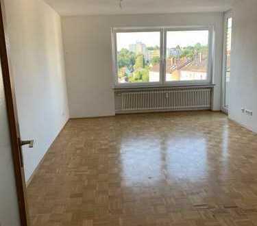 Schöne, helle 4 Zimmer Wohnung mit 2 Balkonen