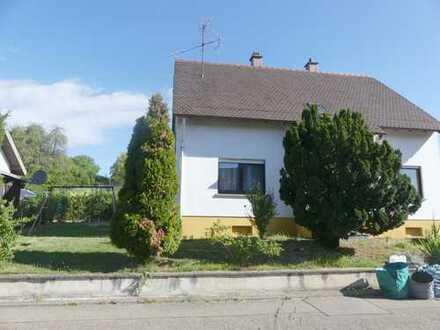 Ruhige Feldrandlage - 7 Zimmer - Laminatböden - 2 Bäder - als 2 Generationhaus nutzbar