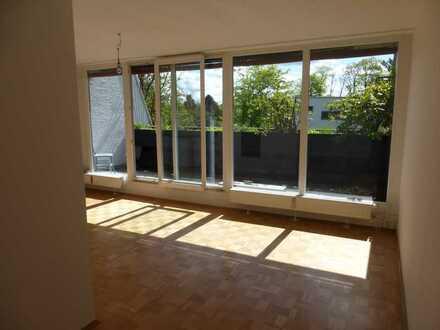 Wunderschöne, ruhige, helle 1-Zimmer-Wohnung mit Balkon in Krailling