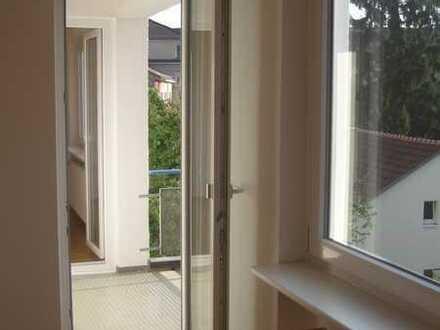 Helle, moderne 4 Zimmer-Wohnung mit Südbalkon u. EBK