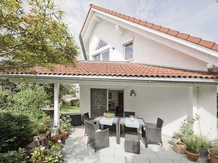 Großzügiges Einfamilienhaus mit zusätzlichen Apartments - vielseitige Nutzungsmöglichkeiten