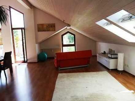 Helle 4 Zimmer Wohnung mit großer Dachterrasse, Keller und Garage