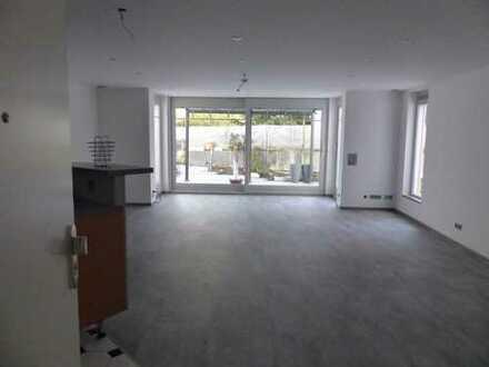 Exclusive, großzügige 2-Zimmer-Wohnung mit Terrasse und Garten in Bestlage