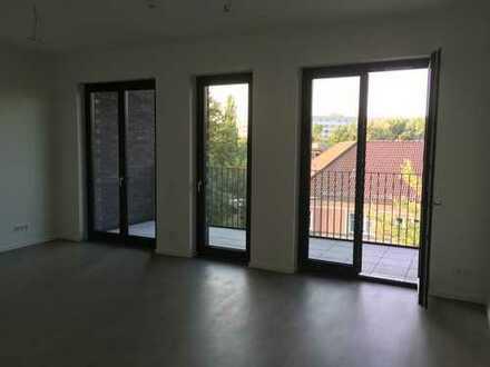 Wunderschöne, geräumige und gehobene zwei Zimmer Wohnung in Berlin, Karlshorst (Lichtenberg)