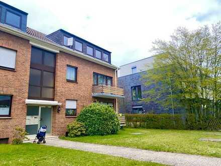 großzügiges Dachgeschoss mit Wannenbad und Einbauküche - WBS erforderlich -