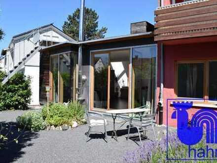 Besondere 2 ½-Zimmer-Wohnung mit dem Charakter eines Hauses mit Garten und Dachterrasse in Betzingen