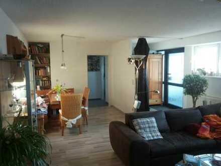 Schicke Wohnung mit Terrasse und Privatgarten