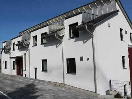Neu und Erstbezug! Hochwertige 3 Zimmerwohnung mit eigenen Garten und Garage