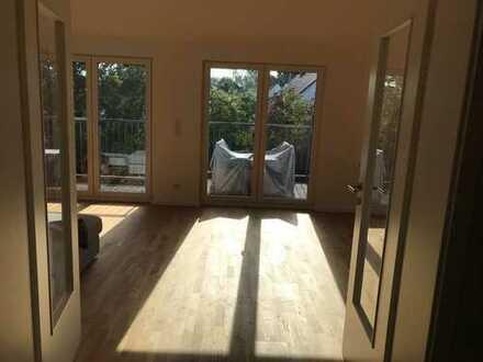 Neuwertige 2,5-Zimmer-DG-Wohnung mit Balkon und Einbauküche in Harthausen