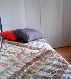 Sonniges möbliertes Zimmer