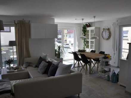 Neuwertige, helle 4-Zimmer-Wohnung mit Balkon zu vermieten!