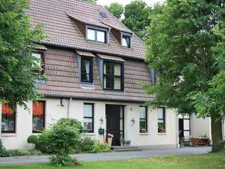 Modernes und stilvolles Wohnen in historischem Ambiente - im Grünen mit bester Verkehrsanbindung