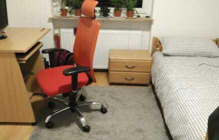 Ein schönes Zimmer / unmöbiliert / in Frauen 3er-WG/ nur Frauen