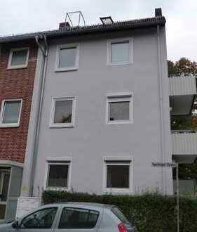 Kleine Dachgeschosswohnung mitten in Walle