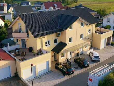 Einzigartige Doppelhaushälfte mit großer Dachterrasse und zwei Wohnungen in Empfingen!