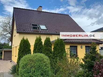 IMMOBERLIN: 2019 saniertes Ein-/Zweifamilienhaus mit großer Gartenidylle