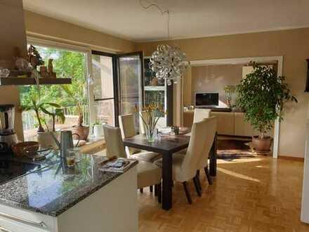Vollständig renovierte 4-Zimmer-Wohnung mit EBK, 2 Terrassen und Gartennutzung