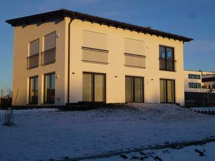 Neuwertige Büro- / Praxisräume - 100m² / € 1150.- + NK. in Kösching