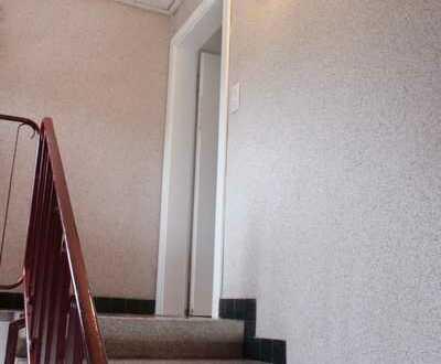 Mobiliert, hell, Zentral und ruhig-3-Zimmer DG-Wohnung mit neue & Modern EBK-vonPrivat ab Sofort