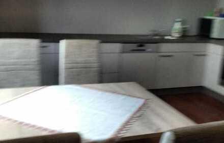 Helle, freundliche 4-Zimmer- Wohnung, gehobene Ausstattung, große Wohnküche