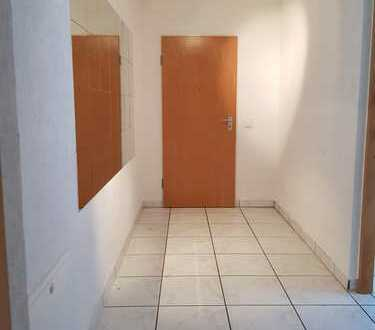 Gepflegte Wohnung mit vier Zimmern und Balkon in Pforzheim