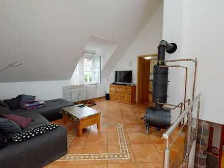 Charaktervolles Einfamilienhaus mit Garagen-Stellplatz in schöner Lage