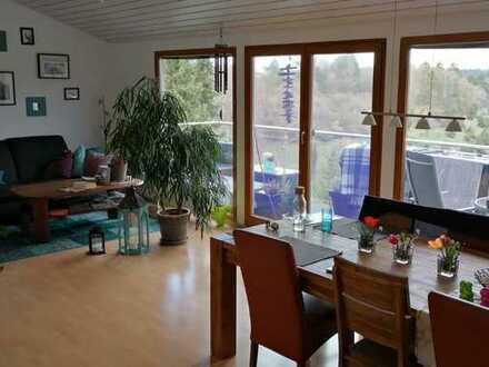 Gepflegte 4-Zimmer-DG-Wohnung mit Balkon und EBK in Aidlingen-Lehenweiler