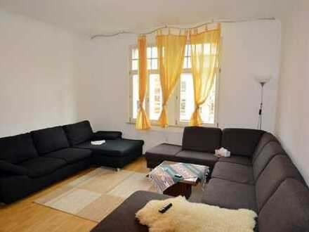 Zentrale 3 Zimmer-Altbau-Wohnung mit Balkon