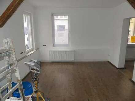 Esslingen-Altstadt: gemütliches und frisch renoviertes Büro mit Werkstatt und WC