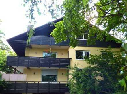 Moderne, helle EG-Wohnung in 3-Parteien-Haus in ruhiger Wohngegend