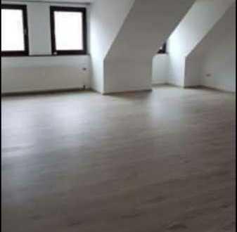 Günstige, modernisierte 4-Zimmer-Dachgeschosswohnung mit EBK in Baumholder