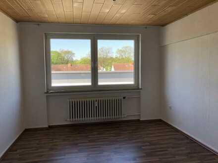Helle, teilrenovierte Wohnung mit Balkon