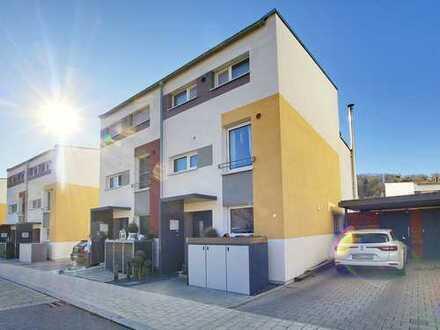 Stilvolle Doppelhaushälfte in zentraler Lage