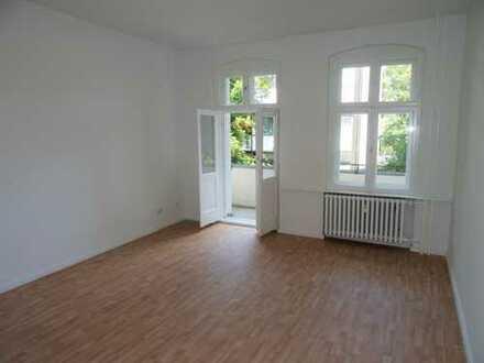 *NEU* WG-geeignete 3 Zimmer mit Einbauküche und Balkon am S-Bhf. Schönholz