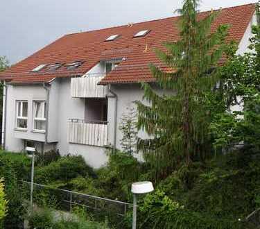 Leonberg: Helle 1-Zimmer-Wohnung, EBK, Balkon, Bad, S-6-Bahnnähe fußläufig, TG-Platz wahlweise