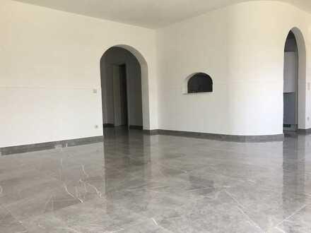 Schöne 3,5-Zimmer-Wohnung im EG mit sonniger Terrasse, Gartenanteil, EBK und Stellplatz in Deilingen