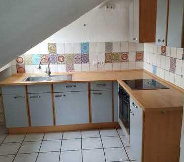 Neuwertige DG-Wohnung mit drei Zimmern und Einbauküche in Herxheim bei Landau/Pfalz