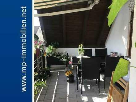 Dachgeschosswohnung mit zwei Balkone in kleiner Wohnanlage in ruhiger Umgebung