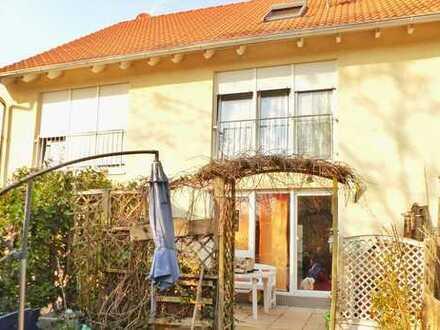 Wohlfühl-Nest für die ganze Familie: Reihenmittelhaus mit Dachstudio, Keller & Garten in Kandel